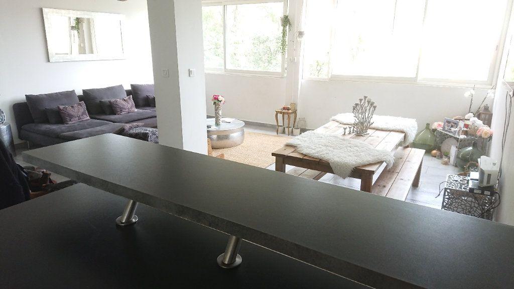 Appartement à vendre 6 111m2 à La Seyne-sur-Mer vignette-5
