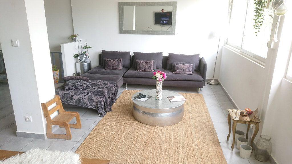 Appartement à vendre 6 111m2 à La Seyne-sur-Mer vignette-9