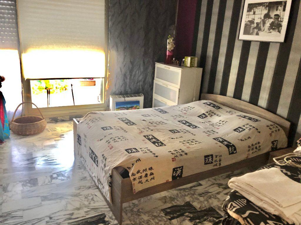 Appartement à vendre 2 62m2 à Saint-Mandrier-sur-Mer vignette-4