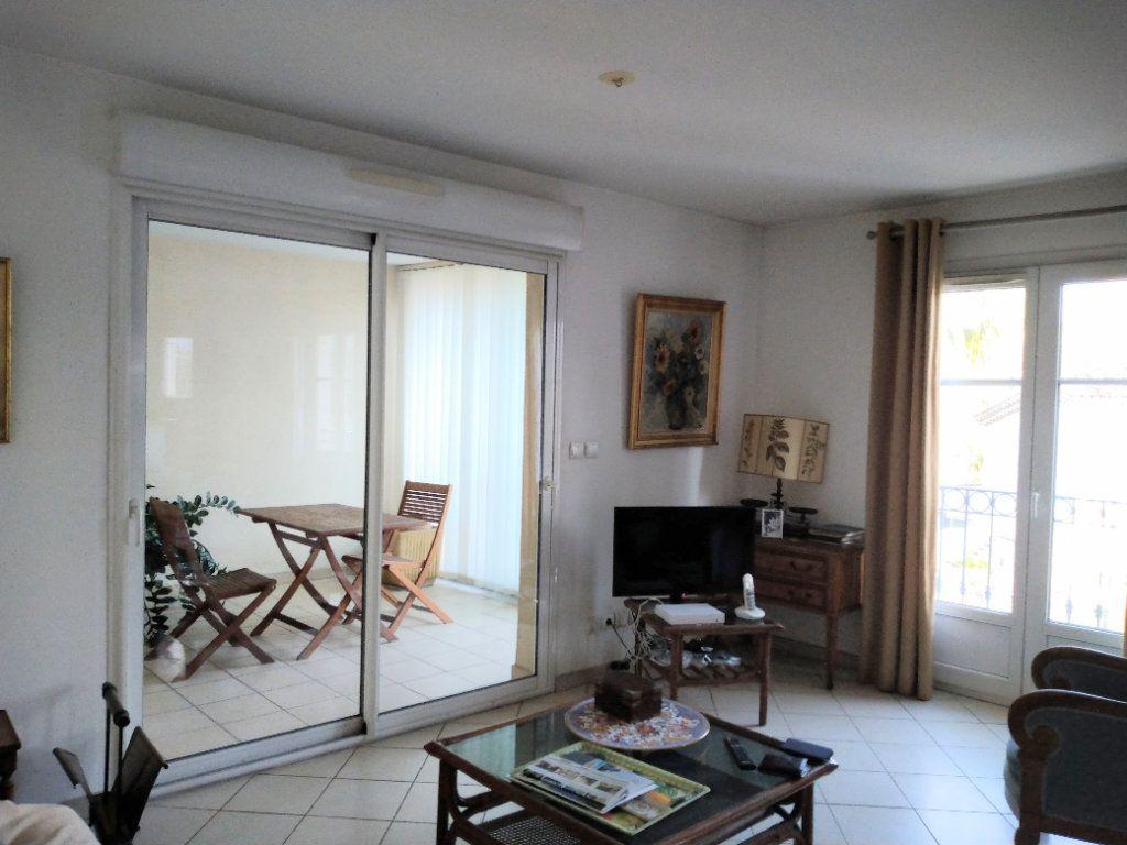 Appartement à vendre 3 95m2 à Sanary-sur-Mer vignette-2