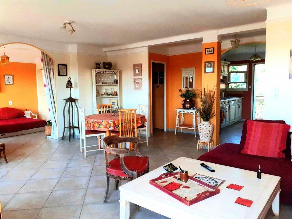 Appartement à vendre 4 77m2 à Sanary-sur-Mer vignette-3