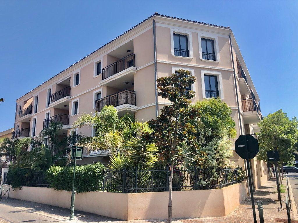 Appartement à vendre 3 88m2 à Sanary-sur-Mer vignette-1