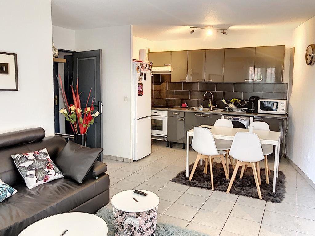 Appartement à vendre 3 57m2 à La Seyne-sur-Mer vignette-1