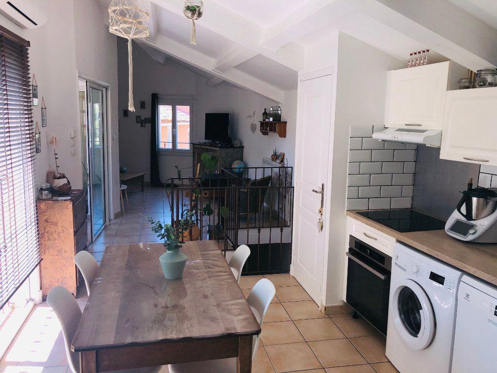 Appartement à vendre 3 61m2 à Six-Fours-les-Plages vignette-1