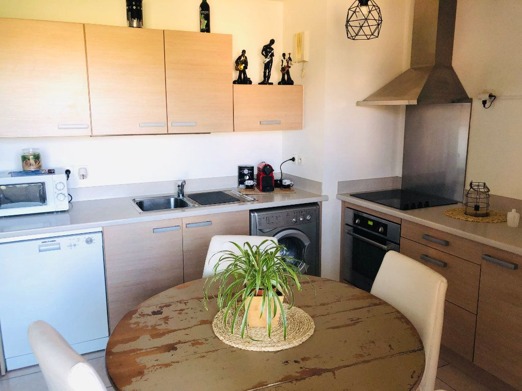 Appartement à vendre 2 33m2 à Six-Fours-les-Plages vignette-2
