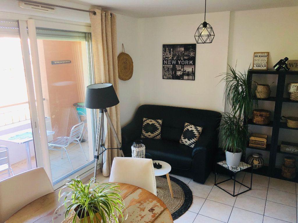 Appartement à vendre 2 33m2 à Six-Fours-les-Plages vignette-3