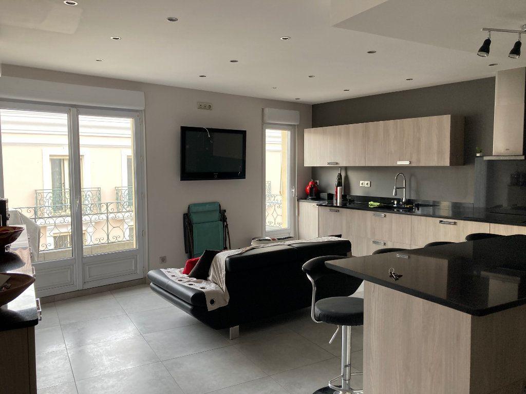 Appartement à vendre 3 59m2 à Sanary-sur-Mer vignette-1