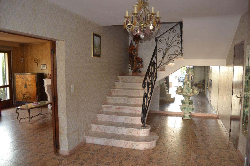 Maison à vendre 11 211.6m2 à Le Pradet vignette-2