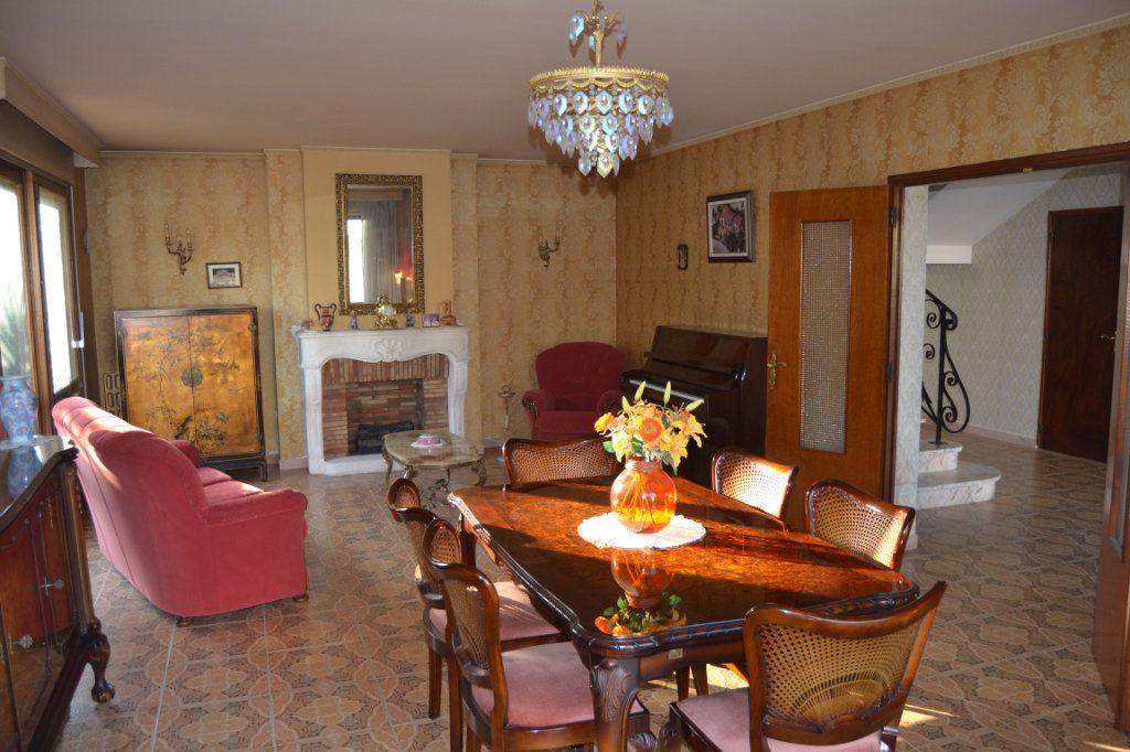 Maison à vendre 11 211.6m2 à Le Pradet vignette-4