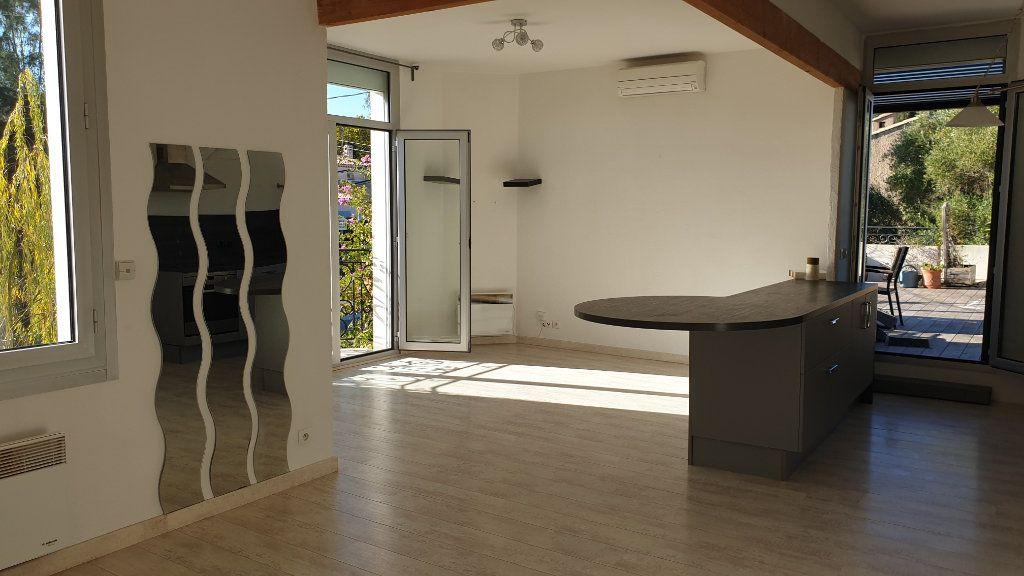Appartement à vendre 3 72m2 à La Seyne-sur-Mer vignette-3