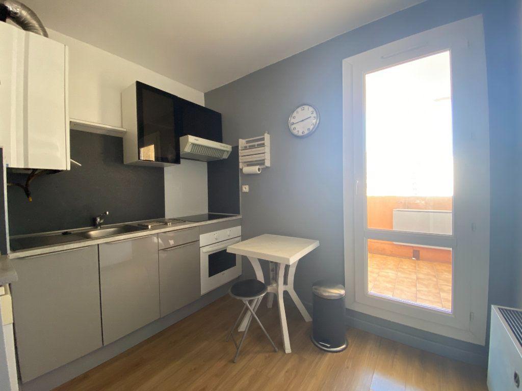 Appartement à vendre 3 62m2 à Toulon vignette-3