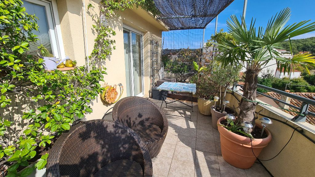 Appartement à vendre 3 66m2 à La Seyne-sur-Mer vignette-2