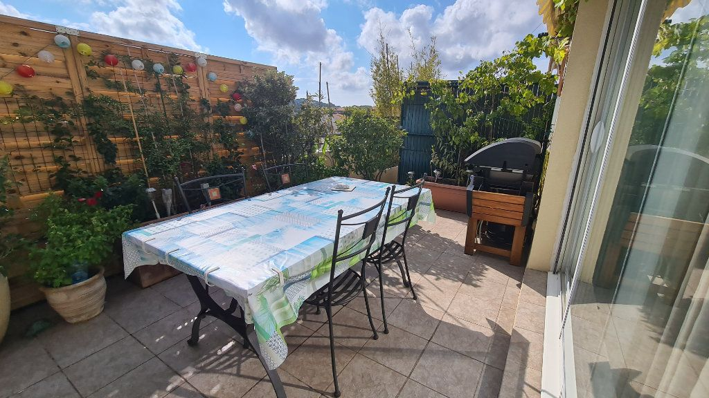 Appartement à vendre 3 66m2 à La Seyne-sur-Mer vignette-3