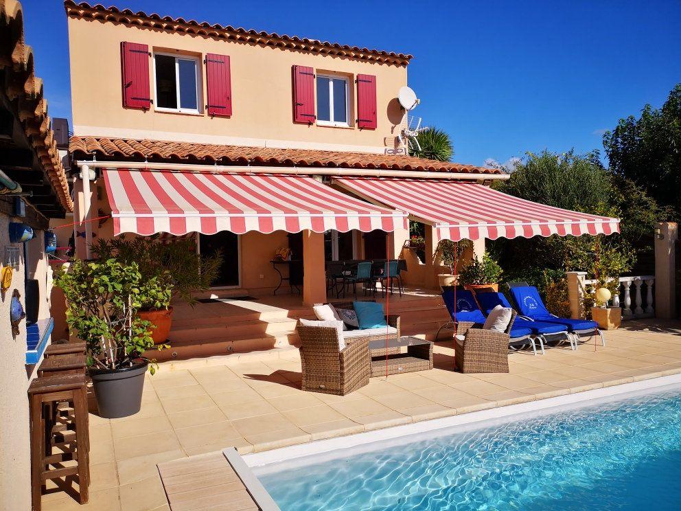 Maison à vendre 6 137m2 à Sanary-sur-Mer vignette-1
