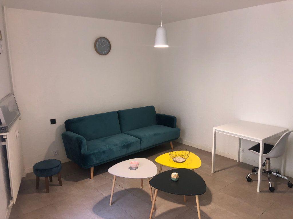 Appartement à vendre 1 27m2 à Toulon vignette-2