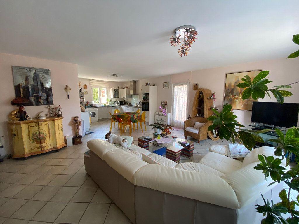 Maison à vendre 6 160m2 à Six-Fours-les-Plages vignette-1