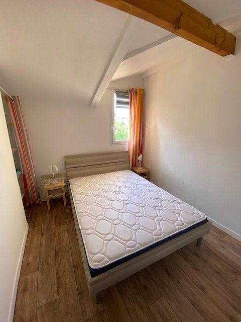 Appartement à louer 2 33m2 à La Seyne-sur-Mer vignette-4