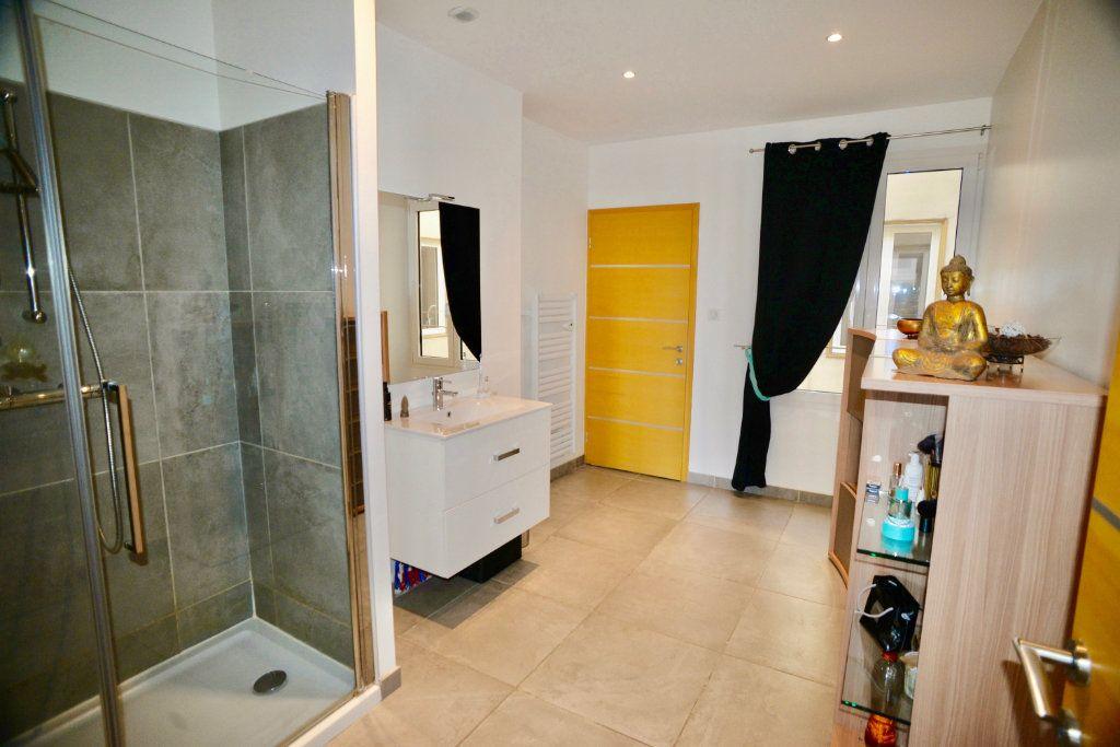 Appartement à vendre 5 139m2 à Toulon vignette-4