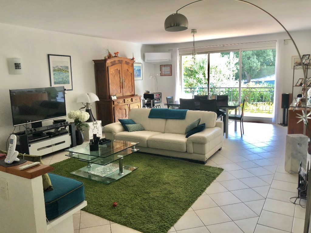Appartement à vendre 4 122m2 à La Seyne-sur-Mer vignette-1