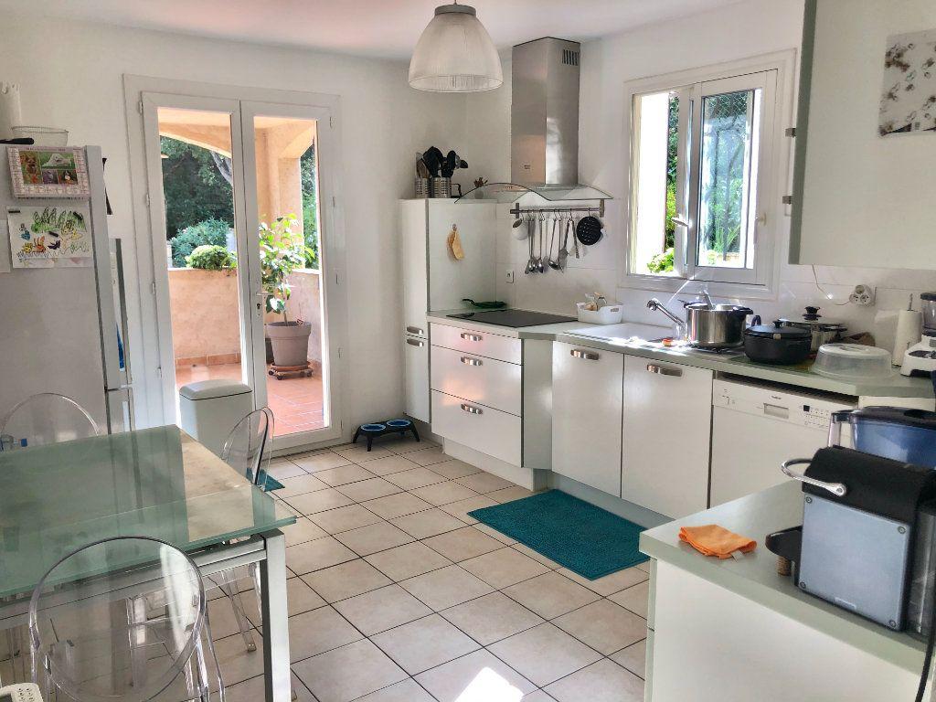 Appartement à vendre 4 122m2 à La Seyne-sur-Mer vignette-2