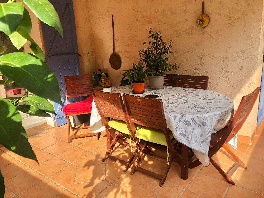 Appartement à vendre 4 122m2 à La Seyne-sur-Mer vignette-3