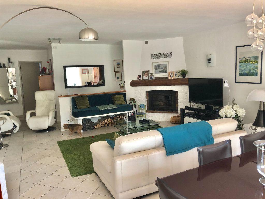 Appartement à vendre 4 122m2 à La Seyne-sur-Mer vignette-6