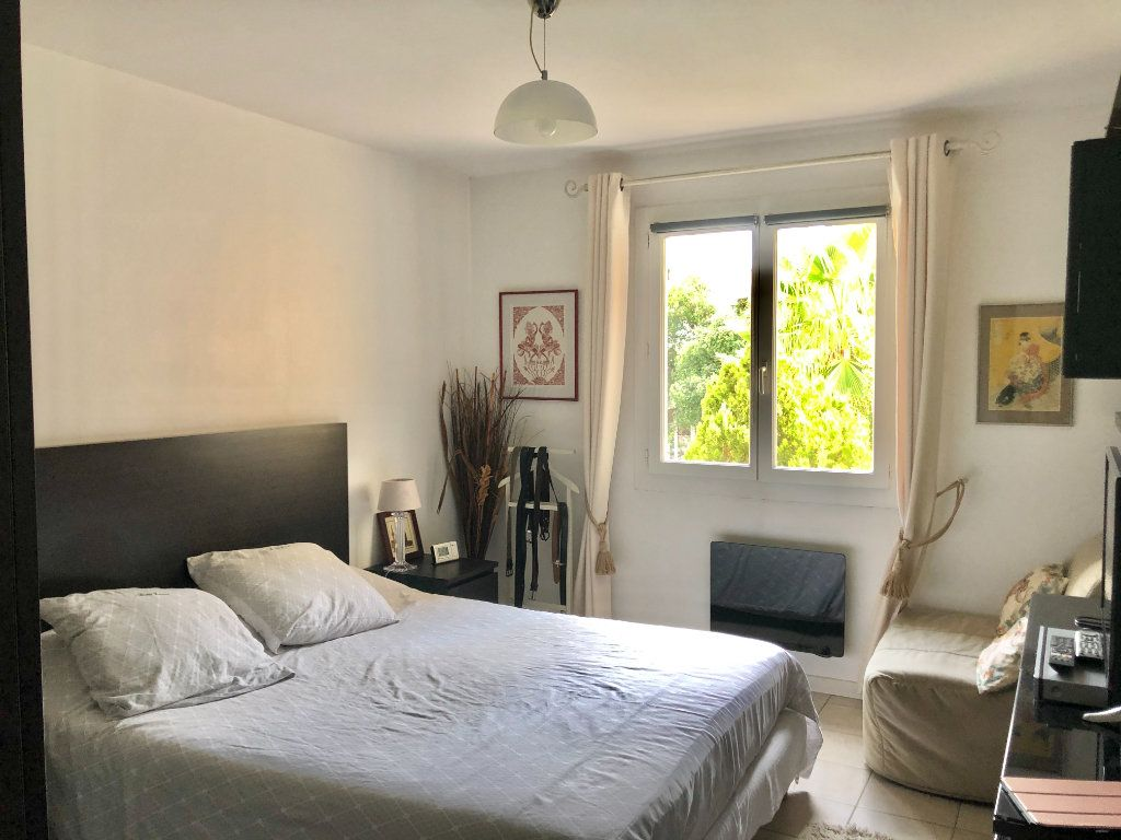 Appartement à vendre 4 122m2 à La Seyne-sur-Mer vignette-10