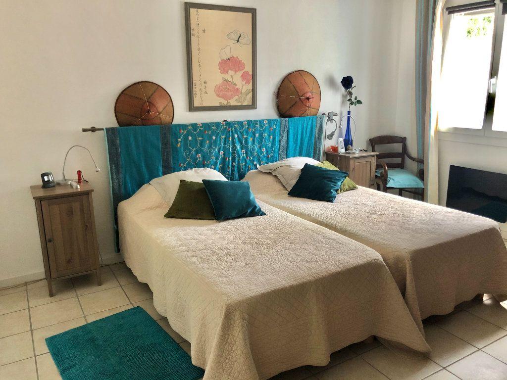 Appartement à vendre 4 122m2 à La Seyne-sur-Mer vignette-11