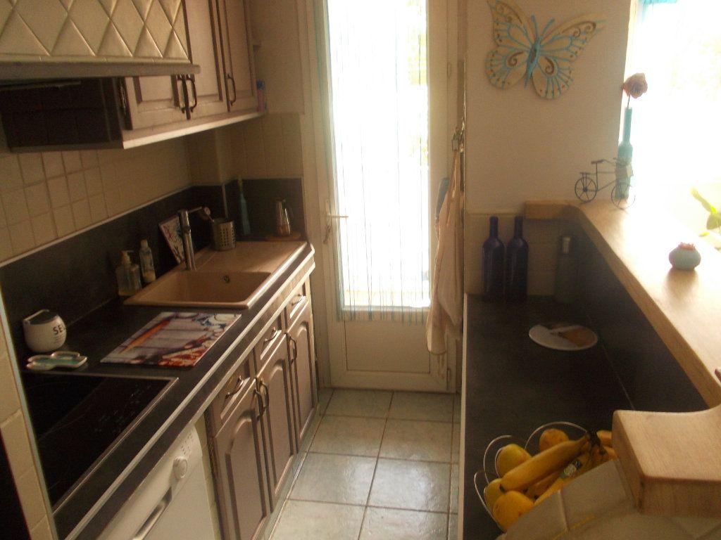 Appartement à vendre 4 68m2 à La Seyne-sur-Mer vignette-2