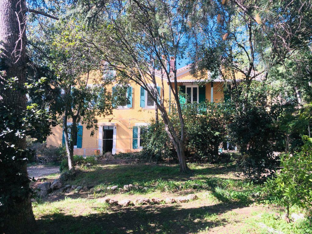 Maison à vendre 9 250m2 à La Seyne-sur-Mer vignette-2