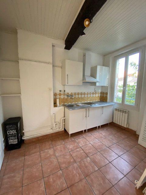 Appartement à louer 2 35m2 à La Seyne-sur-Mer vignette-4