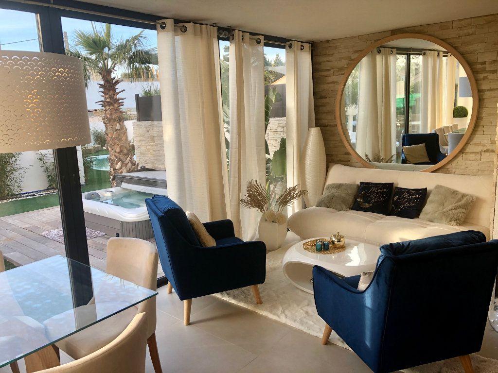 Appartement à vendre 3 63m2 à Sanary-sur-Mer vignette-3