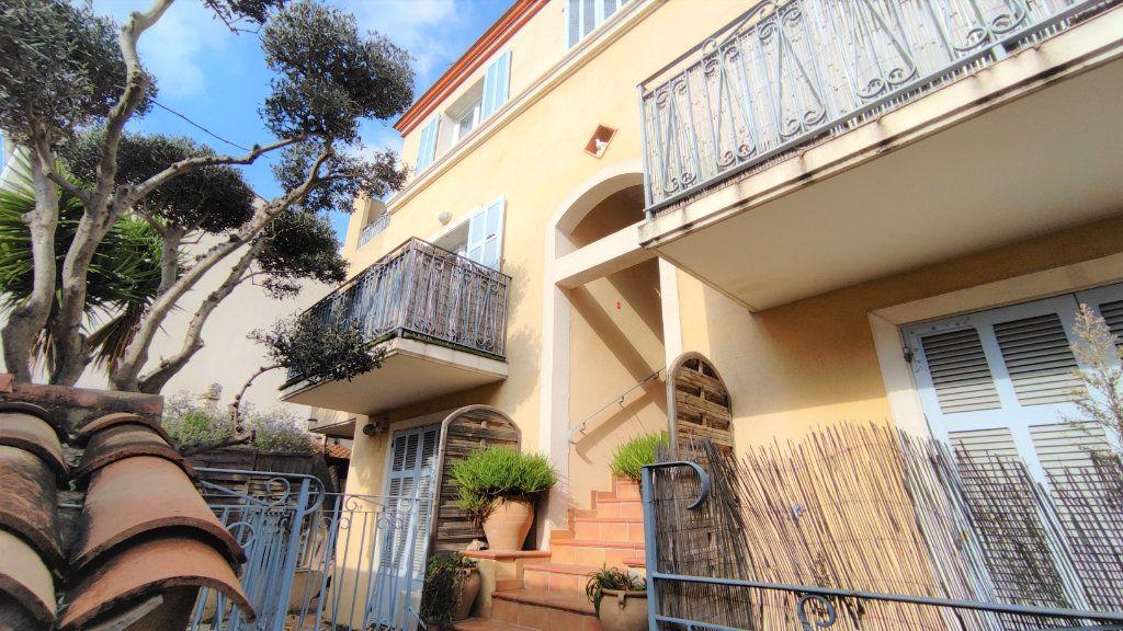 Appartement à vendre 4 80.8m2 à Six-Fours-les-Plages vignette-2