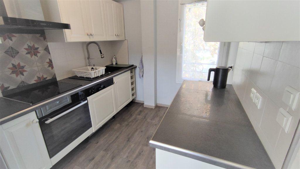 Appartement à vendre 4 80.8m2 à Six-Fours-les-Plages vignette-3