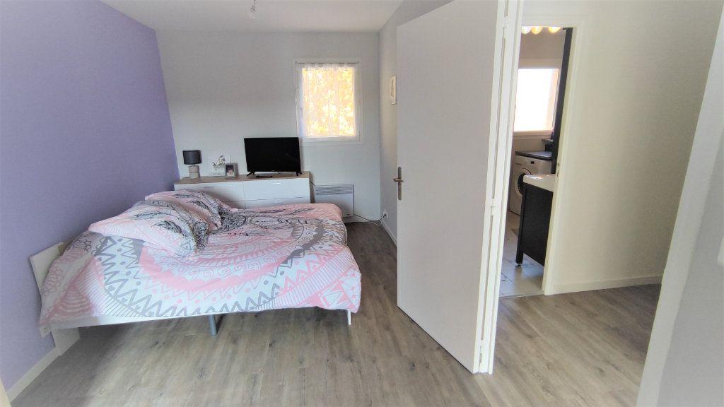 Appartement à vendre 4 80.8m2 à Six-Fours-les-Plages vignette-6