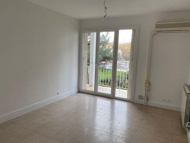 Appartement à louer 3 58.2m2 à La Seyne-sur-Mer vignette-1