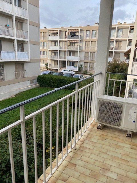 Appartement à louer 3 58.2m2 à La Seyne-sur-Mer vignette-4