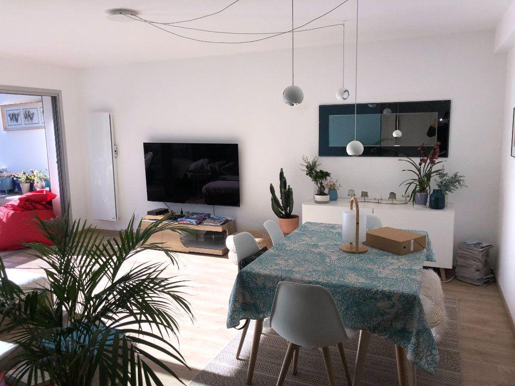 Appartement à vendre 3 67m2 à Bandol vignette-3