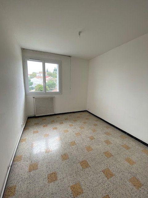 Appartement à louer 3 55.82m2 à La Seyne-sur-Mer vignette-3
