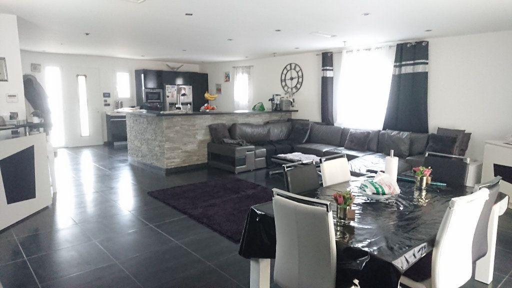 Maison à vendre 4 150m2 à La Seyne-sur-Mer vignette-1