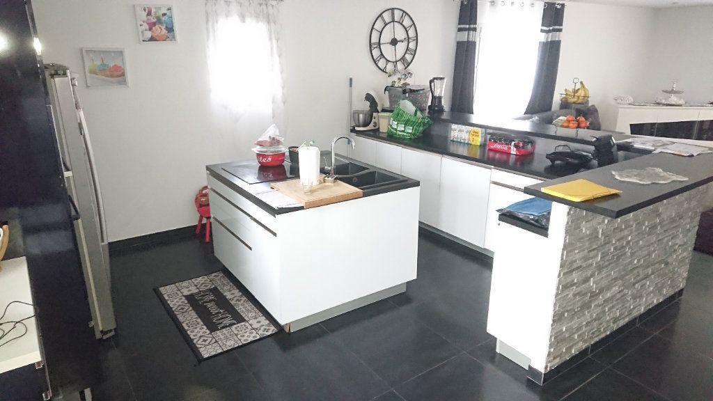 Maison à vendre 4 150m2 à La Seyne-sur-Mer vignette-3