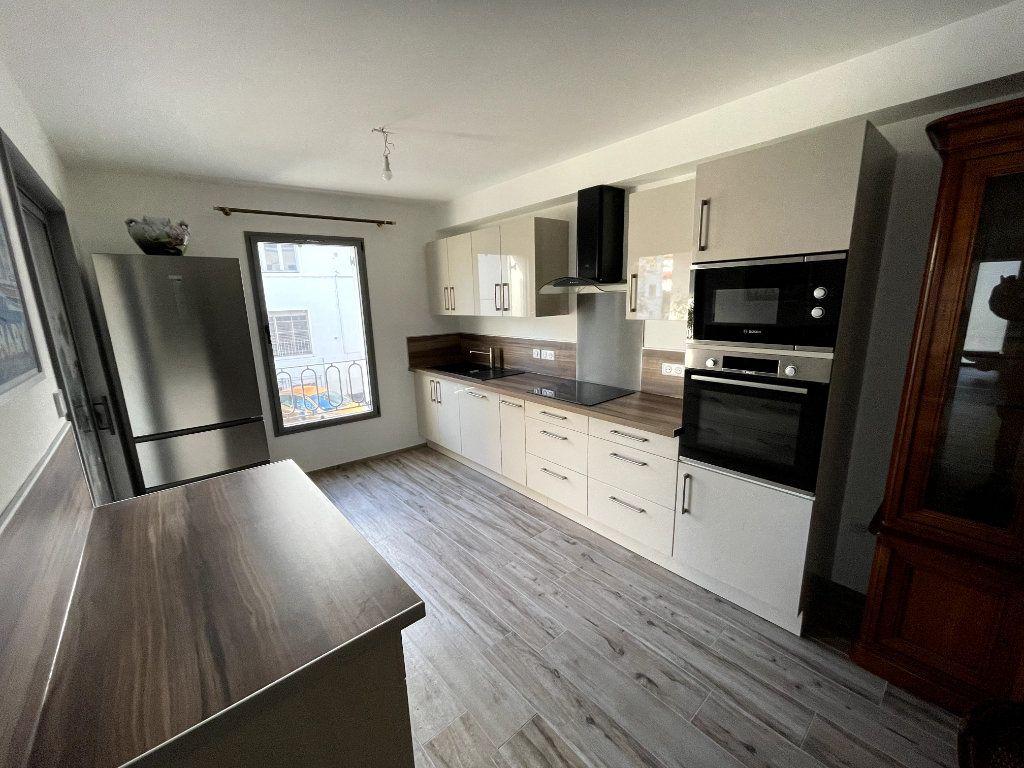 Appartement à vendre 4 95m2 à Sanary-sur-Mer vignette-4