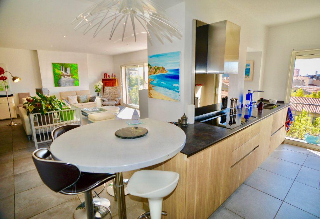 Appartement à vendre 10 300m2 à Toulon vignette-2