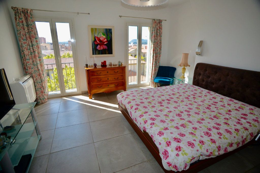 Appartement à vendre 10 300m2 à Toulon vignette-6