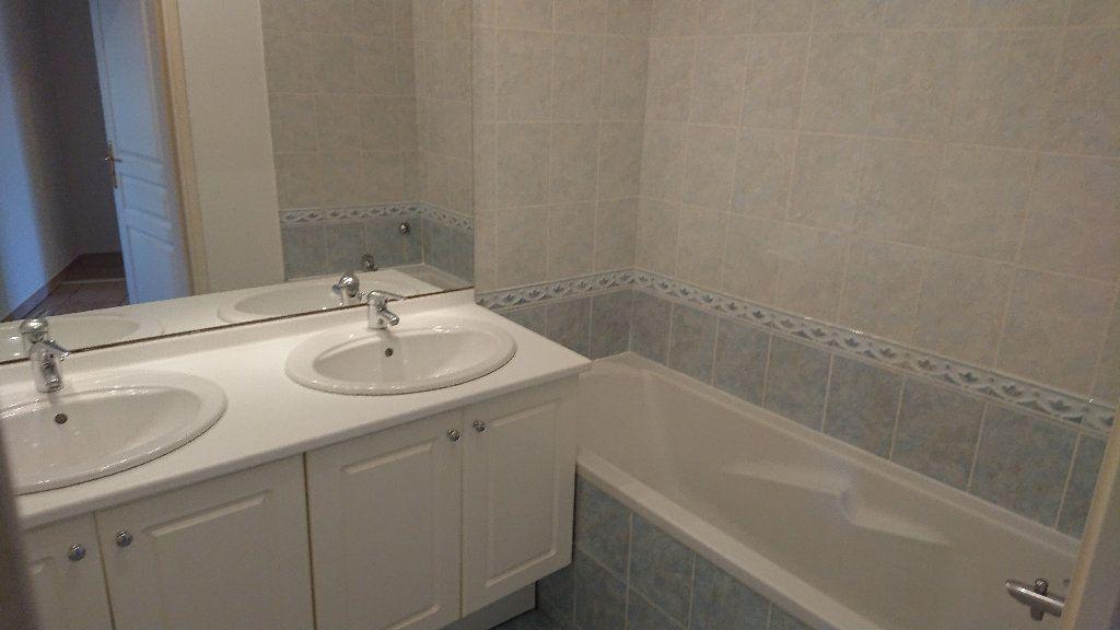 Appartement à vendre 3 62m2 à La Seyne-sur-Mer vignette-4