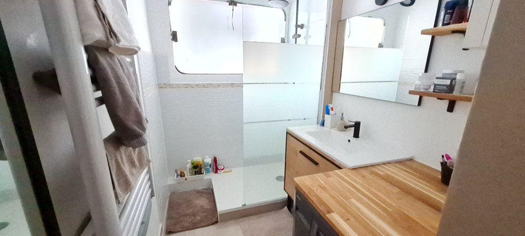 Appartement à vendre 3 68m2 à Saint-Mandrier-sur-Mer vignette-5