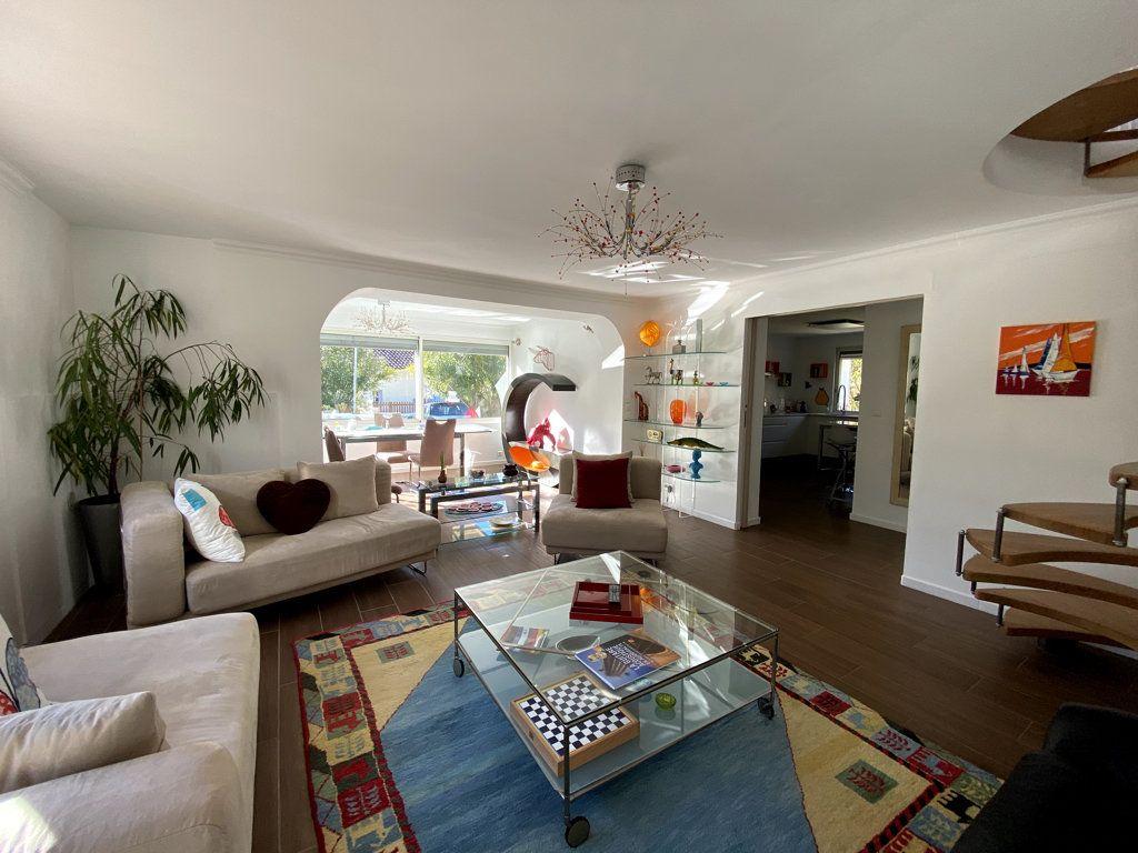 Maison à vendre 10 240m2 à La Seyne-sur-Mer vignette-4