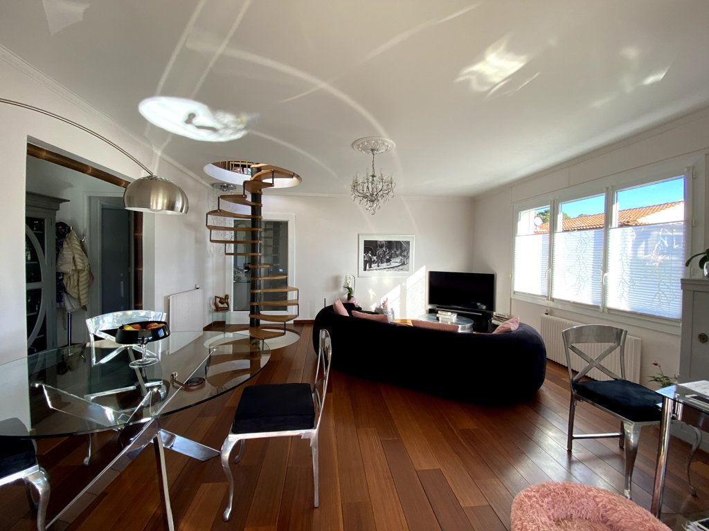 Maison à vendre 10 240m2 à La Seyne-sur-Mer vignette-8