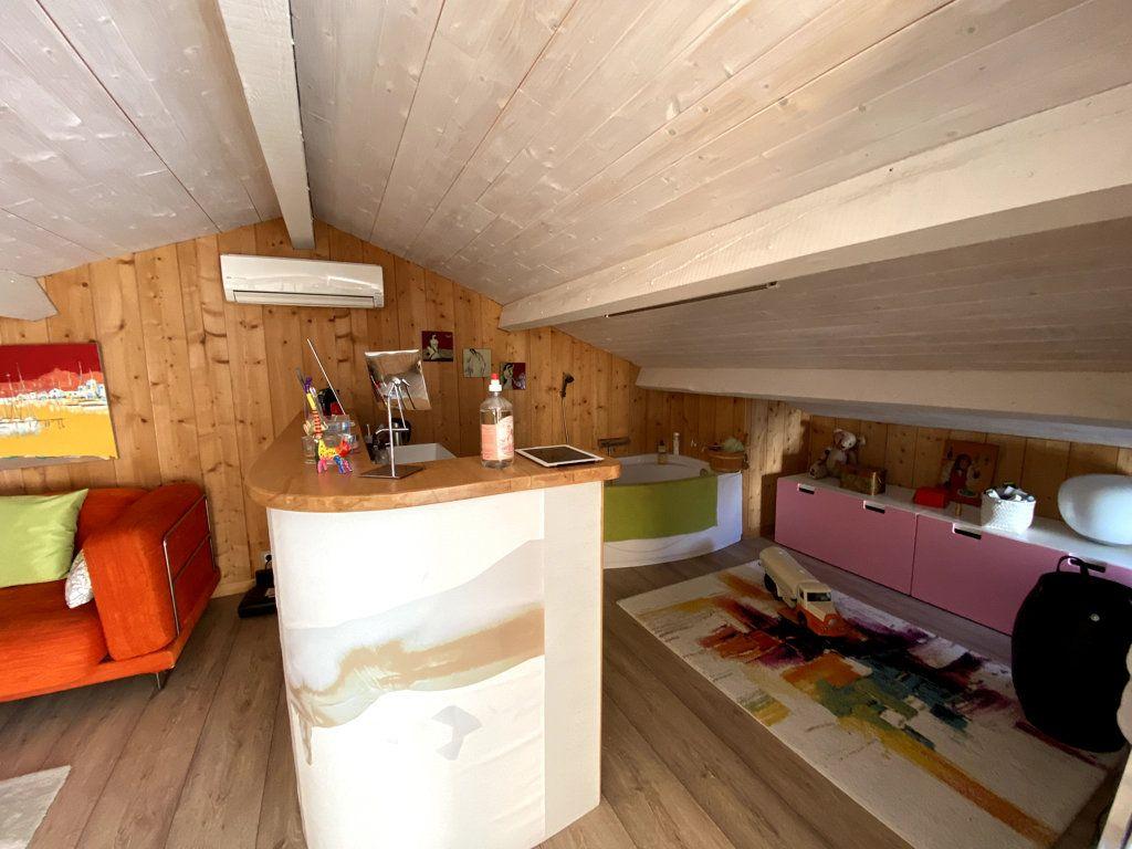 Maison à vendre 10 240m2 à La Seyne-sur-Mer vignette-14