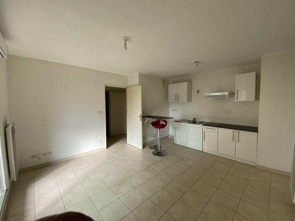 Appartement à vendre 2 37m2 à La Seyne-sur-Mer vignette-1